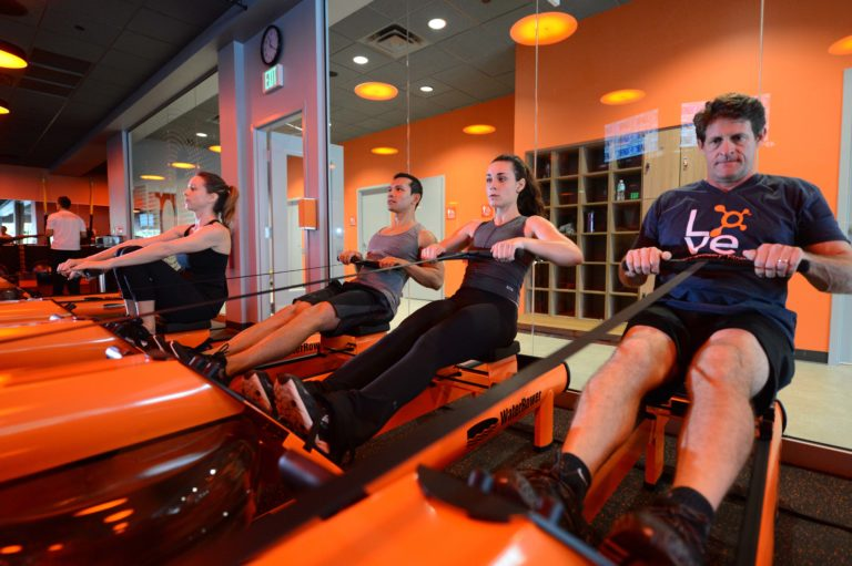 Gym-goers on the erg rowing machine