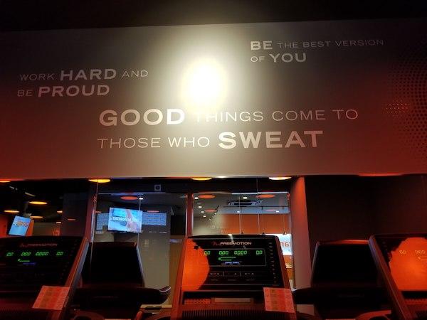 Fitspo at gym in Tokyo