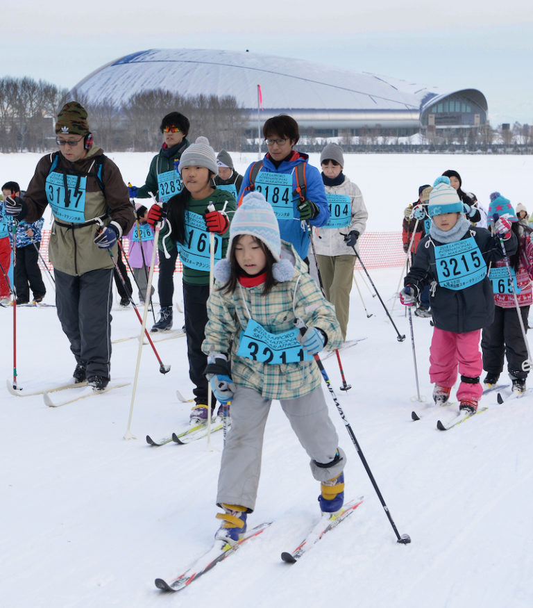Children and adults trying cross country skii