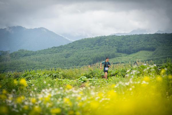 runner on Taisetsu trail