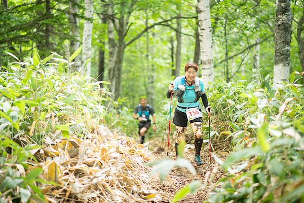 runners on Taisetsu trail