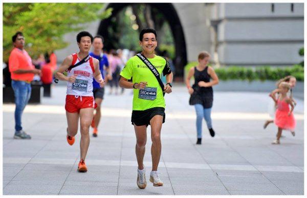 Runners running ekiden
