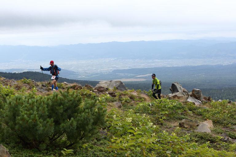 runners on Tokachidake trail