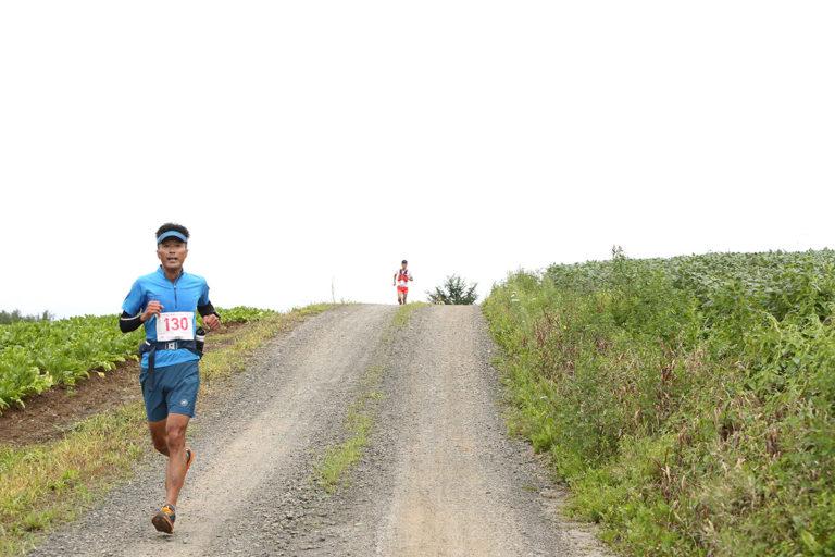 runners on road during Tokachidake trail race