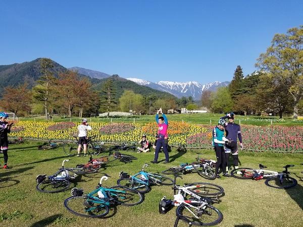 Cyclists at Azumino park