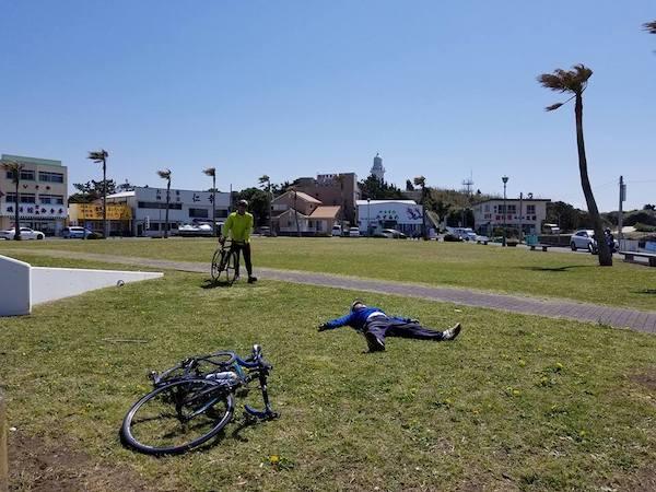 Cyclist resting in Chiba coast