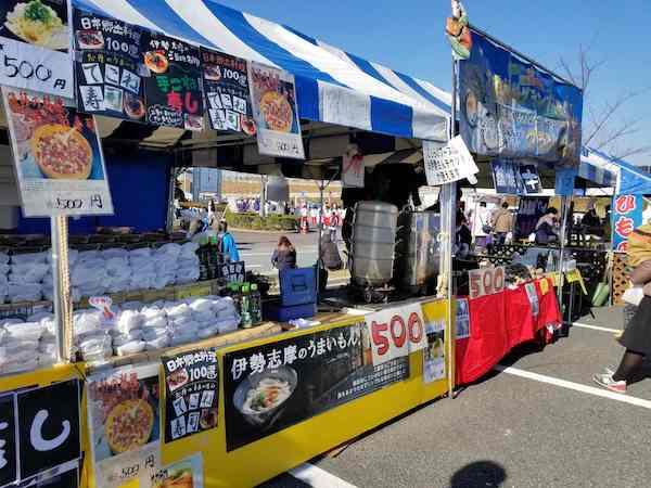 Food vendors at marathon in Japan