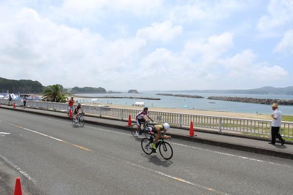 athletes on bike course of Ise Shima Triathlon