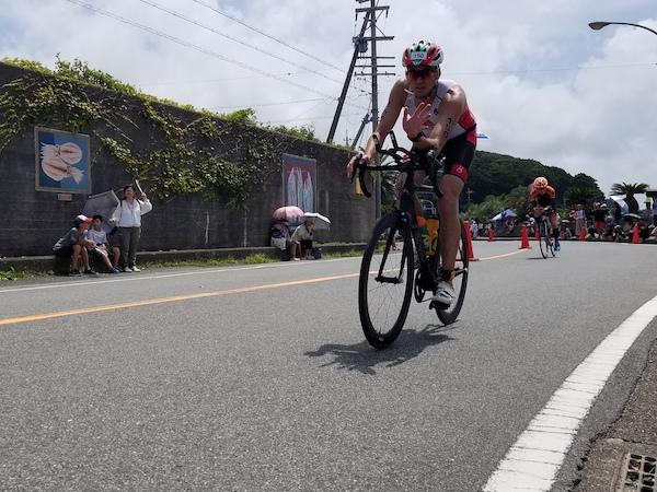 cyclist waving during Ise Shima Triathlon