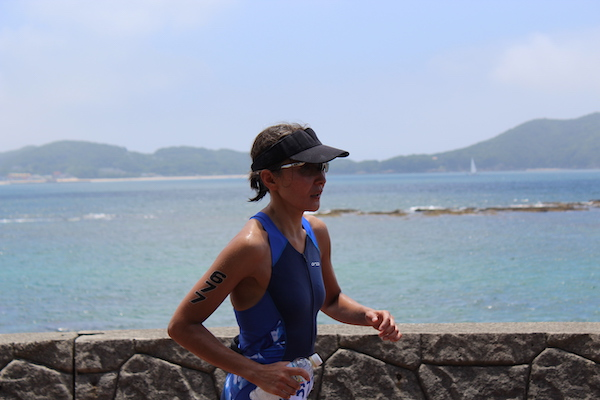athlete running during Ise shima Triathlon
