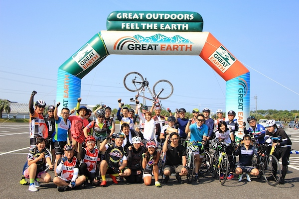 Group photo of cyclists in Japan