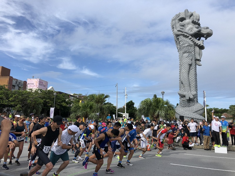 Athletes at the start of Okinawa International Triathlon