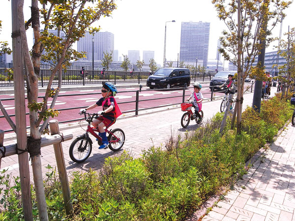 Children riding bicycles at the Bicycle Ride in Tokyo