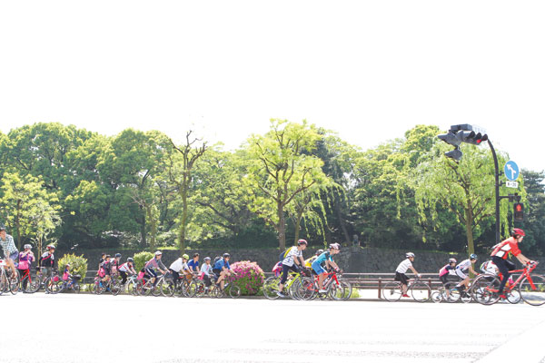 Cyclists riding by the Imperial Palace