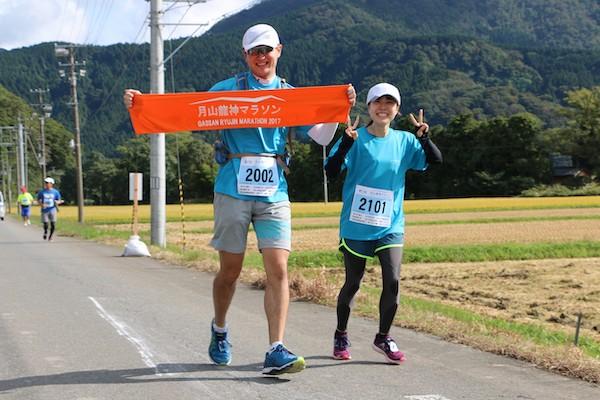 runners posing during gassan ryujin marathon