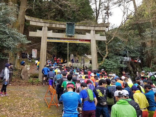 Trail runners at start line