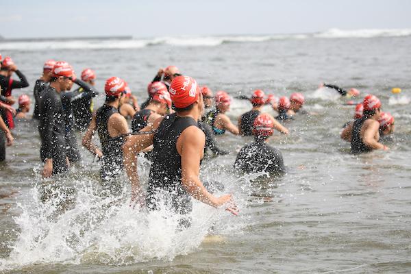 swimmers entering water at Kujukuri Triathlon