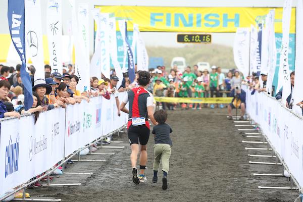 Runner finishing Kujukuri Triathlon