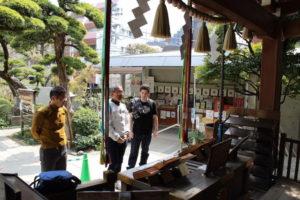 praying at shinto shrine
