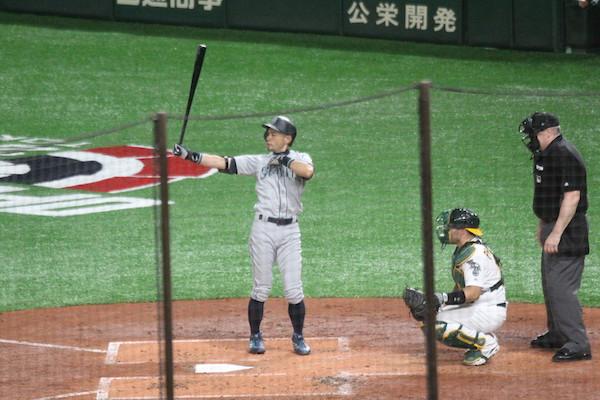 Ichiro up to bat
