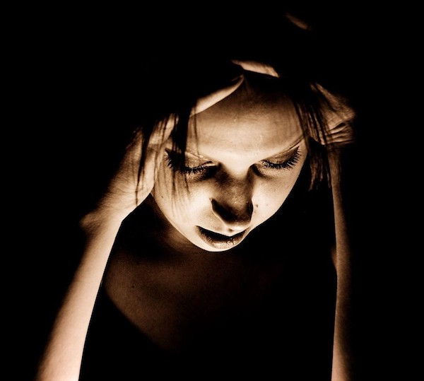 girl with migraine