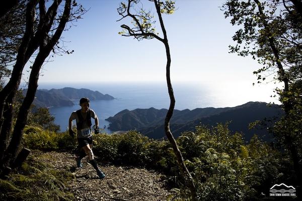 runner during trail race