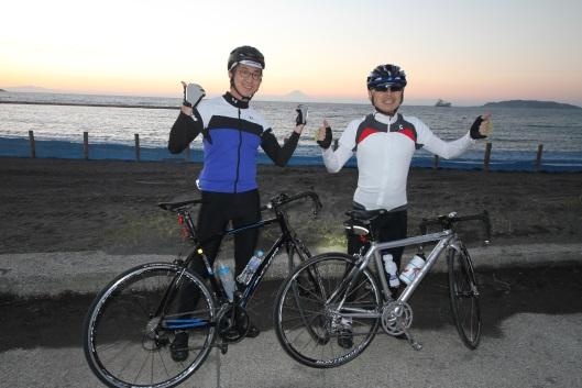 cyclist posing next to beach