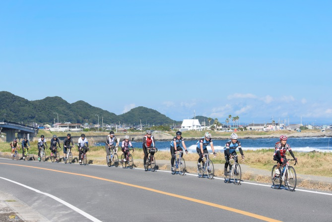 cyclists during station ride