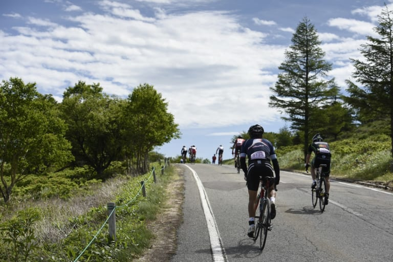 Cyclists at the Tour de Utsukushigahara