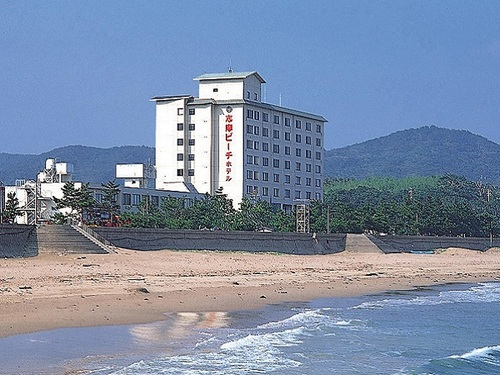 Shima Beach Hotel beach