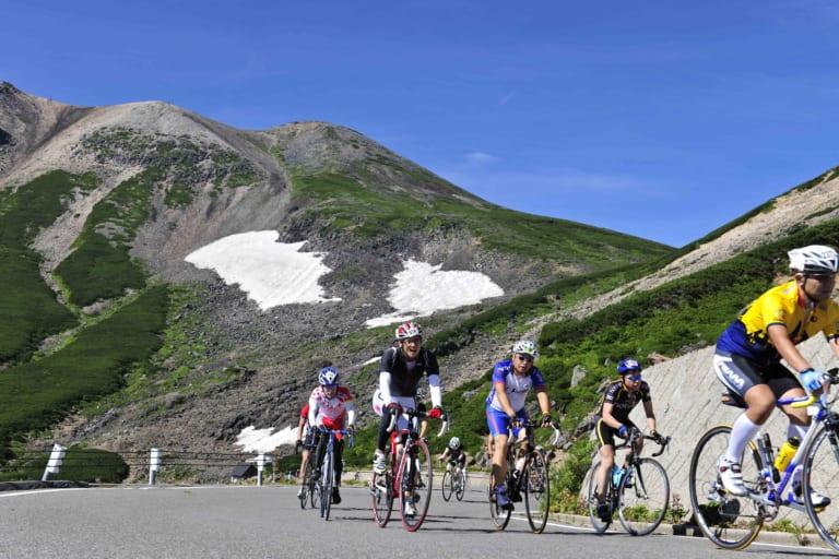 Cyclists at the 2019 Norikura Hill Climb