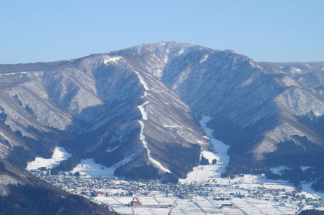 Winter skiing at Nozawa Onsen (source: Wiki)