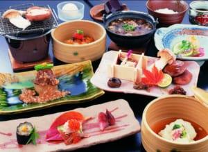 Ryokan Sakaya Japanese food dinner (source: Ryokan Sakaya)