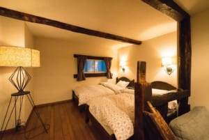 Cabin vibes room interior (source: St. Anton)
