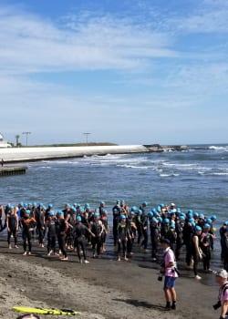 Triathletes at swim start